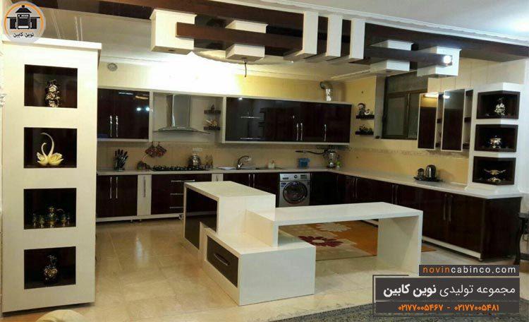 دکوراسیون آشپزخانه کابینت های گلاس سفید مشکی براق